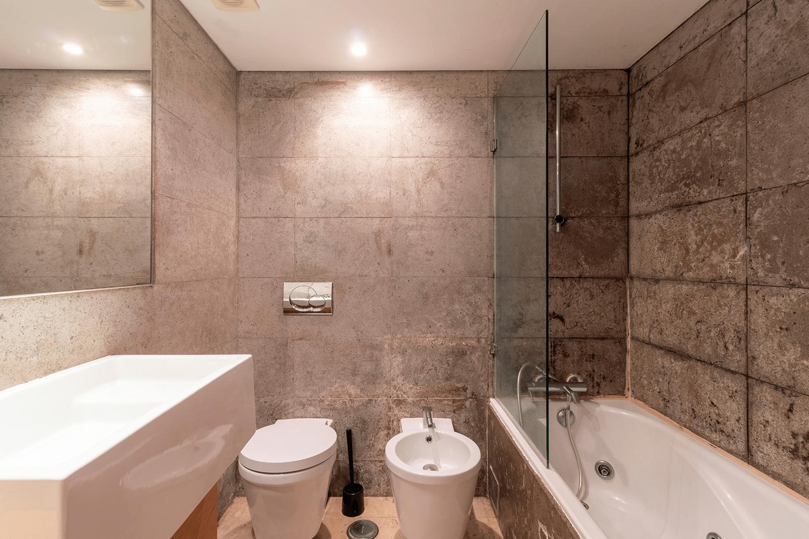 Remodelação de casa de banho – T1 Cruz Quebrada – Lisboa || Em progresso